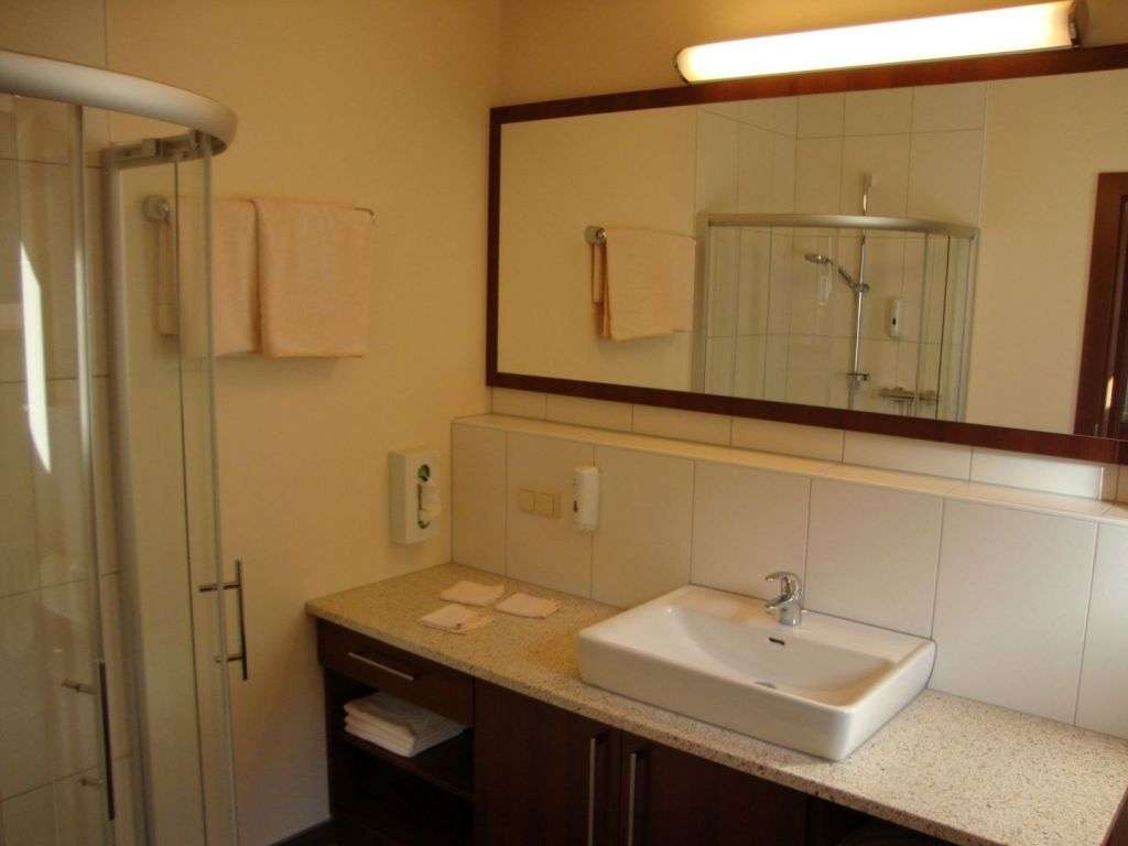 bathroom apartment deluxe
